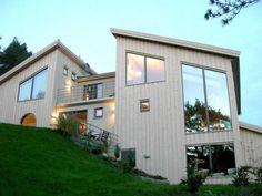 Stående fasade kan f å huset til å se smalere og høyere ut. Home Fashion, Future House, Shed, Outdoor Structures, Mansions, House Styles, Building, Inspiration, Home Decor