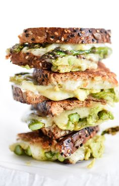 Spicy Smashed Avocado and Asparagus with Dill Havarti Grilled Cheese // A delicious recipe to help you up your grilled cheese game from @ArlaUSA