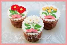 Mother's day cupcakes or how to surprise your mother for mother's day. Here are some wonderful cupcake ideas; the cupcakes were made by different people from all around. Click the image you like to contact the creators. Cupcakes Design, Mothers Day Cake, Fondant Toppers, Cupcake Toppers, Cupcake Ideas, Cupcake Crafts, Cupcake Images, Yummy Cupcakes, Handmade Crafts