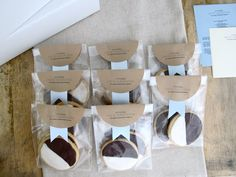Jenny Steffens Hobick: Packaging Baked Goods in Your Kitchen - Creative & Resourceful Ideas(Bake Goods Display) Bake Sale Packaging, Baking Packaging, Cake Packaging, Brand Packaging, Packaging Ideas, Mailing Cookies, Cookie Favors, Farmers Market Display, Black And White Cookies