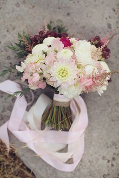 What a great, classic #bouquet  #wedding