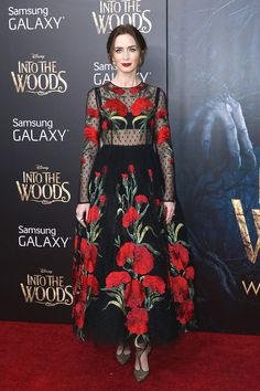 Emily Blunt a její volba pro premiéru filmu Into the Woods. Nutno podotknout, že nic lepšího než tuto překrásnou róbu z dílny dua Dolce & Gabbana jí její stylista přinést nemohl; Isifa