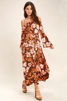 The Somedays Lovin' She's a Wildflower Burgundy Print Maxi Dress has us begging for a vacay! Lightweight woven floral print maxi dress with off-the-shoulder sleeves. Bold Fashion, Fashion Design, Sundresses Women, Beautiful Days, Style Me, Bell Sleeves, Burgundy, Cold Shoulder Dress, Style Inspiration