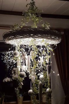 super Beautiful Christmas wreath on the ceiling - Dekoration Weihnachten - Holiday Noel Christmas, Christmas 2019, Christmas Wreaths, Christmas Ornaments, Simple Christmas, Holiday Crafts, Holiday Decor, Globe Ornament, Deco Floral