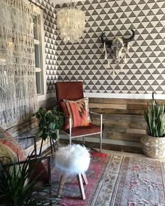 his space by my sweet friend Jen makes me so happy! So much DIY, so much thrifted goodness, so much wallpaper😍. Home Decor Bedroom, Living Room Decor, Living Spaces, Hawthorne House, Salons Cosy, Purple Bedrooms, Elderly Home, Home Salon, The Ranch