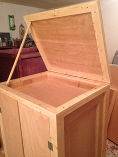 Mobile trunk with lid installed.