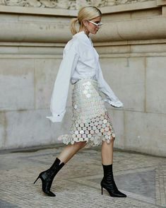 Love everything about this outfit. Attendees at Paris Fashion Week Spring 2019 - Street Fashion Fashion Week Paris, Summer Fashion Trends, New York Fashion, Street Fashion, Fashion 2018, Fashion Brands, Fashion Stores, Cheap Fashion, Fashion Fall