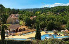 Découvrez le village typique de Vallon Pont d'Arc en villa tout confort, équipée de piscine! Faites votre choix avec Casamundo!