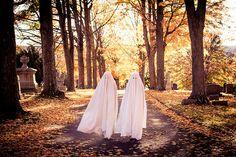 Samhain // Hallowe'en // Day of the Dead Photo Halloween, Halloween Vintage, Happy Halloween Pictures, Theme Halloween, Halloween Town, Halloween Costumes, Halloween Crafts, Halloween Queen, Halloween Labels