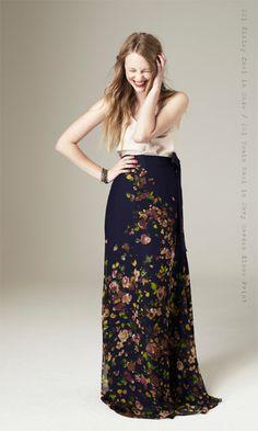 I love her dress! pretty!