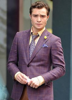 Ed Westwick Photos - Matthew Settle, Connor Paolo, Clemence Poesy, and Ed Westwick film scenes for 'Gossip Girl' in the Meatpacking district. - 'Gossip Girl' Films in the Meatpacking District Estilo Chuck Bass, Chuck Bass Style, I'm Chuck Bass, Gossip Girl Chuck, Austin Butler, Blair Waldorf, Gossip Gril, Chace Crawford, Matthew Espinosa