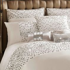 Introducing the Eva Oyster throw from Kylie Minogue. Reminiscent of art deco glamour, Eva bedlinen brings magic to your bedroom. Bling Bedroom, Silver Bedroom, Room Design Bedroom, Modern Bedroom Design, Home Design Decor, Bedroom Themes, Bedroom Colors, Bed Design, Home Decor