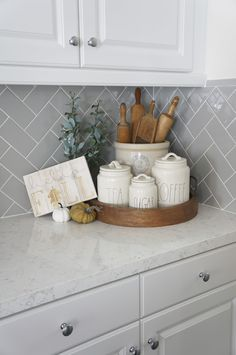 What a cute kitchen styling! What a cute kitchen styling! What a cute kitchen styling! Home Decor Kitchen, Home Kitchens, Diy Home Decor, Kitchen Staging, White Kitchen Decor, Kitchen Vignettes, Apartment Kitchen, Southern Kitchen Decor, Country Kitchen Diy