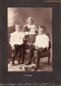 Awkward family photos aren't a new thing, apparently.