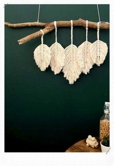 Diy Wall Art, Diy Wall Decor, Boho Decor, Art Diy, Macrame Wall Hanging Diy, Deco Boheme, Feather Crafts, Idee Diy, Dyi Crafts