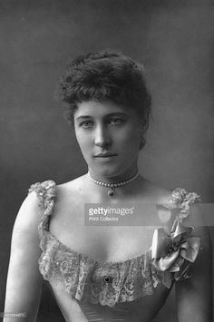 Lillie Langtry (1853-1929), English actress, 1890. Langtry was infamous for being the semi-official mistress to the Prince of Wales, the future King Edward VII. From The Cabinet Portrait Gallery, first series, Cassell and Company Limited (London, Paris and Melbourne, 1890).