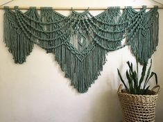 Most recent Pics Macrame Wall Hanging inspiration Suggestions Macrame has return. Most recent Pics Macrame Wall Hanging inspiration Suggestions Macrame has returned in mode! But if your style is definit. Macrame Wall Hanging Diy, Macrame Plant Hangers, Macrame Art, Macrame Projects, Macrame Knots, Macrame Modern, Crochet Humor, Happy Friday, Macrame Patterns