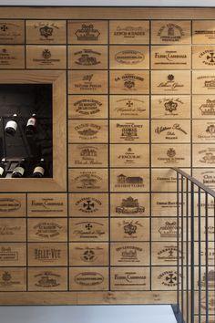 wine-shop-clad-with-2100-engraved-oak-panels-9