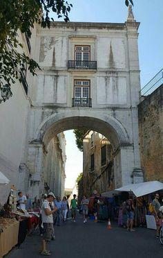 Bom dia, Lisboa.  Hoje é  dia de Feira da Ladra . #lisboa