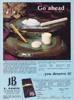 Willkommen in der glamourösen Zeit überflüssiger Koks-Gadgets, in der die Röhrchen noch aus Elfenbein waren und man die Lines von einem Goldtablett zog.