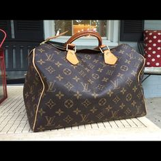Louis Vuitton Speedy 30 Beautiful authentic Louis Vuitton speedy 30. Good condition. Wear as pictured. Handles are a darker patina. Will come with dustbag. Please feel free to ask any questions. I purchased this second hand off of posh :) Louis Vuitton Bags
