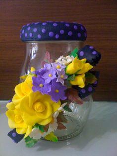 Combinação de cores inusitada, com amarelo e degradés de lilás. Lindo!