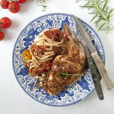Vergeet konijn met pruimen, dit Toscaans konijn met pancetta is de nieuwe manier om konijn te serveren. Toscane boven met pici pasta!
