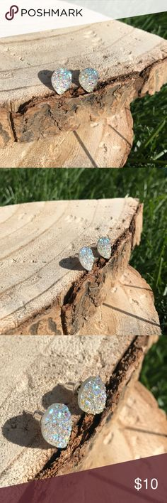 << White Iridescent Teardrop Druzy Earrings Studs A beautiful color makes a beautiful pair of earrings! Iridescent and always catches the light! Perfect to pair with any outfit! Boutique Jewelry Earrings