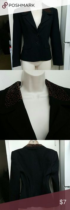 Oleg Cassini black cheetah blazer In good condition  Material  Lining 100% acetate shell 100% wool Total length is 23 inches  Chest 18 inches Oleg Cassini Jackets & Coats Blazers