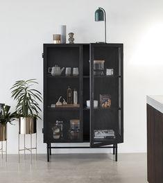 vitrineskap Cabinet i metall – HÜBSCH