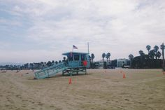 """""""Tip the world over on its side and everything loose will land in Los Angeles"""" Frank Lloyd Wright #polpettasgoes to Los Angeles Venice Beach"""