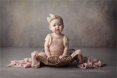 New Baby Photoshoot Studio Beautiful Ideas Baby Girl Photography, Children Photography, Cake Photography, Kids Shots, Foto Baby, Photographing Babies, Photography Backdrops, Baby Month By Month, Baby Pictures