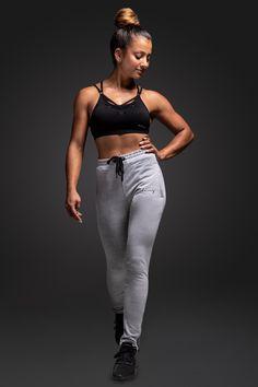 Unsere Pants bieten perfekten Komfort während dem Sport und sind atmungsaktiv. #milary #gym #gymmotivation #workoutmotivationgirl #workout  #workoutclothes Yoga, Grey Pants, Komfort, Fitness, Sporty, Workout, Women, Style, Fashion