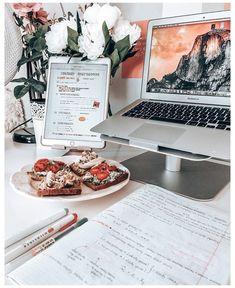 Desk Organisation Student, Study Organization, Study Areas, Study Space, Dorm Room Desk, Bedroom Desk, Study Corner, Study Room Decor, School Study Tips