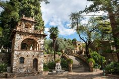Public+Gardens,+Taormina+-+Gardens+with+paths+along+terraces+of+flowers+and+statues,+offering+amazing+views+over+the+sea+and+Mount+Etna.