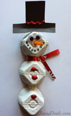 DIY Egg Carton Snowman Craft For Kids #Christmas craft for kids #Recycled art project | CraftyMorning.com