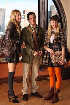 Gossip Girl - Episode publicity still of Blake Lively & Taylor Momsen Blake Lively Gossip Girl, Gossip Girl Cast, Gossip Girl Seasons, Gossip Girls, Tv Show Outfits, Fandom Outfits, Cool Outfits, Gossip Girl Outfits, Gossip Girl Fashion