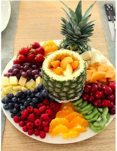 This looks sooo good I have to prepare a fruit platter JUST LIKE THIS at least once this summer! it's all in the presentation! This looks sooo good I have to prepare a fruit platter JUST LIKE THIS at least once this summer! it's all in the presentation! Fruit Recipes, Appetizer Recipes, Cooking Recipes, Cooking Tips, Dessert Recipes, Healthy Snacks, Healthy Eating, Healthy Recipes, Detox Recipes