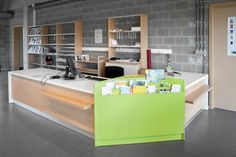 The Inform counter system is modular furniture that can randomly utilize straight and rounded elements.