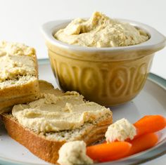 It& hard to resist the garlicky cheesy flavor of this Vegan Parmesan Hummus. The recipe is quick and easy to make with just a few simple ingredients. Vegan Snacks, Vegan Recipes, Vegan Food, Vegan Parmesan, Vegan Pesto, Happy Vegan, Finding Vegan, Vegan Crackers, Quick Easy Meals