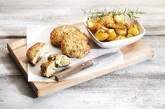 Μιλάμε για Την Νοστιμιά! Δαγκώνεις το αφράτο, ζουμερό κοτομπιφτέκι και τρέχει λιωμένο τυρί. Σκέτη Μαγεία! Οι πατάτες είναι το κάτι άλλο. Μην αλλάξετε τίποτα. Φτιάξτε την όλοι. Φανταστική συνταγή. Salty Foods, Food Categories, Greek Recipes, Food Art, The Good Place, Main Dishes, Food And Drink, Turkey, Cooking Recipes
