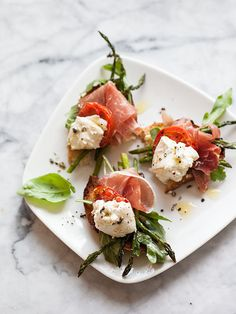 25 Dinners That Are Basically Impossible To Mess Up - Burrata and Roasted Asparagus and Tomato Salad Antipasto, Appetizer Recipes, Salad Recipes, Tomato Appetizers, Worst Cooks, Tomato Salad, Burrata Salad, Burrata Cheese, Cheese Salad
