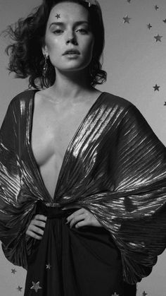 Reylo Shipper & Supporter - daisyridleyicons: B&w pictures of Daisy in color. Daisy Ridley Hot, Daisy Ridley Star Wars, Beautiful Celebrities, Beautiful Actresses, Beautiful People, English Actresses, British Actresses, John Bennett, Star Wars Personajes