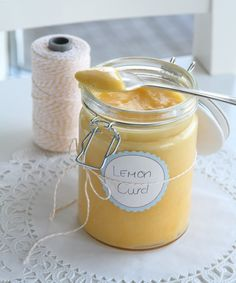 Lemon curd is easy to make, and it's perfect for cakes, cupcakes and cheesecakes. Lemon Curd juice from lemons (approx. cup, 115 ml) 2 teaspoons finely grated lemon zes. Lemon Recipes, Sweet Recipes, Baking Recipes, Cake Recipes, Lemon Cream, Lemon Curd, Tea Places, Salsa Dulce, Chocolate Cream Cheese