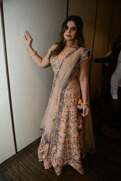 Zarine Khan, Bollywood Actress Hot Photos, Stylish Girl Pic, Hottest Photos, Belly Dance, Indian Actresses, Curvy, Sari, Beauty