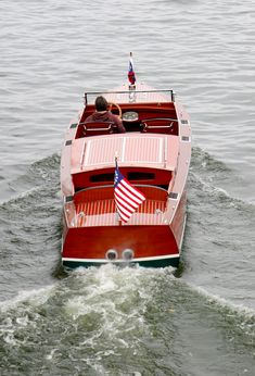 This fabulous antique boat is in excellent restored condition. It is basically a new boat with new decks, sides and bottom all bedded in 3M 5200.