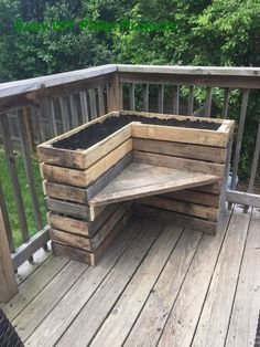 41 Best DIY Pallet Projects and Pallet Furniture Ideas « knoc knock Garden Furniture Inspiration, Pallet Furniture Designs, Pallet Garden Furniture, Pallets Garden, Furniture Projects, Wood Pallets, Furniture Makeover, Pallet Benches, Pallet Tables