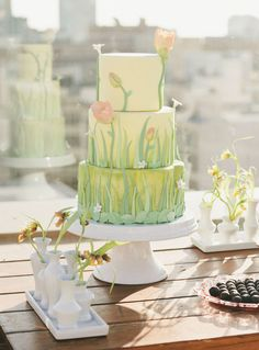 Meadow Wedding Inspiration meadow inspired cake - how sweet!meadow inspired cake - how sweet! Gorgeous Cakes, Pretty Cakes, Amazing Cakes, Fondant Cakes, Cupcake Cakes, Spring Cake, Spring Theme, Floral Cake, Tulip Cake