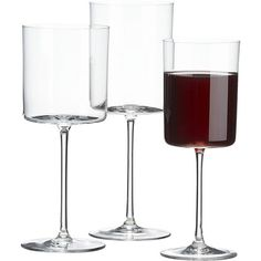 Love these straight sided wine glasses from Crate and Barrel! (Even the champagne flutes!) Edge Wine Glasses in Wine Glasses Square Wine Glasses, Mets Vins, Crystal Stemware, Wine Reviews, Wine Decor, Wine Wednesday, Cheap Wine, Drinking Glass, Wine Making
