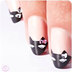 Black cat French tips Cat Nail Art, Cat Nails, Nail Polish Art, Creative Nail Designs, Cute Nail Designs, Creative Nails, Fancy Nails, Love Nails, Pretty Nails